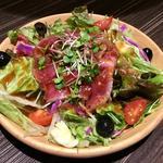 ローストビーフのサラダ(肉バル MEAT BOY N.Y 梅田大阪駅前店)