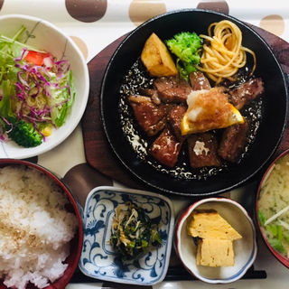 鹿児島黒牛ステーキ定食(居酒屋 咲く家)