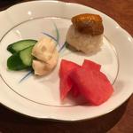 赤蕪の柚子漬と新奈良漬クリームチーズ柚子風味と干し雲丹とおこわ(コノ花まひろ )