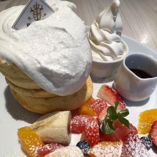 ミックスフルーツのホワイトタワー(バター 横浜ベイクォーター (Butter))