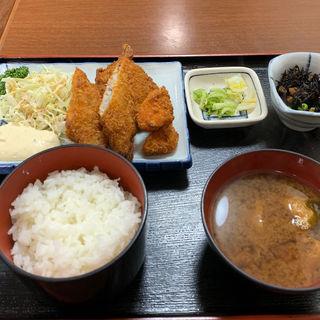 魚フライ定食(めん処 梅その )
