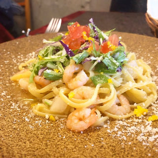 小海老のペペロンチーノ水菜とゆずのサラダ添え(レストラン タガミ (Restaurant Tagami))
