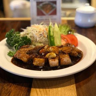 豚ロース肉のトンテキ(食堂うさぎや)