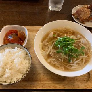 スープワンタン定食(店屋町バール 鈴太郎)
