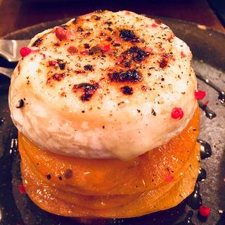 柿のマリネとトロトロ炙りカマンベールチーズ(マルサラ飲食店)
