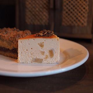 林檎とミックスクランブルのチーズケーキ(カワタ製菓店 )
