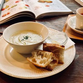 本日のスープとパン