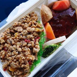ガバオご飯とハンバーグ弁当(KINOKUNIYA entree(紀ノ国屋アントレ)武蔵小杉駅店)