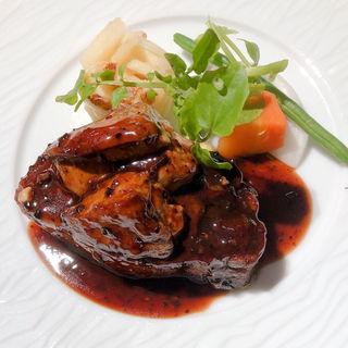 牛フィレ肉のステーキトリュフソース フォアグラトッピング(俺のビストロ&bakery 心斎橋)