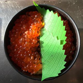 いくら醤油漬けと塩いくらの食べ比べ丼(喰い処 鮭番屋 (しゃけばんや))