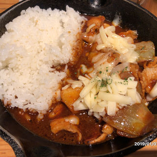 ジャガイモと豚肉の欧風チーズカレー(キャンプエクスプレス 品川店 (camp express))