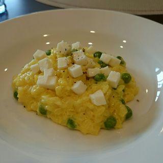 モッツァレラチーズとグリンピースのリゾット(trattoria siva)