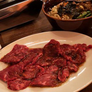 ハラミ焼肉定食(白か黒)
