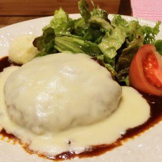 マッシュチーズ&デミグラスソース ハンバーグ(肉酒場ビストロ男前 日本橋三越前店)