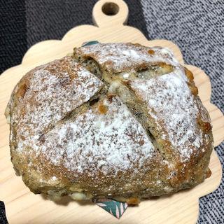 紅茶とホワイトチョコのパン(カーラ・アウレリア 大丸東京店 (CARA AURELIA))