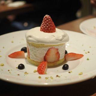 フレッシュストロベリーのショートケーキ(アライブラリー カフェ&ブックス)