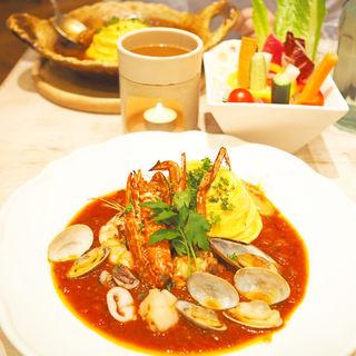 5種の魚貝を使ったイタリアントマトのペスカトーレ