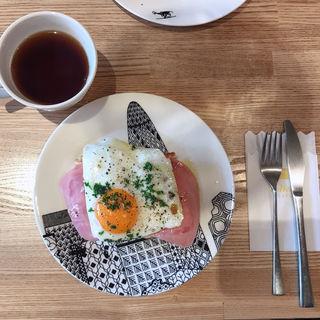 ハムエッグトースト(ペリカンカフェ)