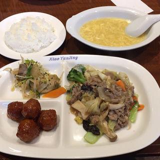 牛肉と野菜の炒め物(小燕京 (ショウエンキン))