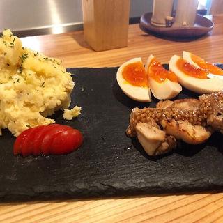 ポテサラ 煮卵とローストチキン(炭焼 鶏たか (すみやきとりたか))