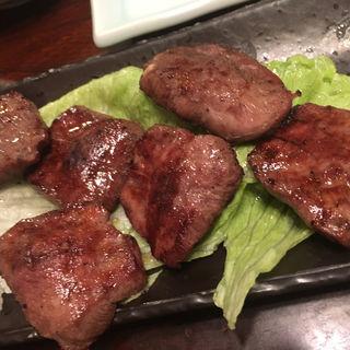 黒タン焼き(もつ焼 まるい)