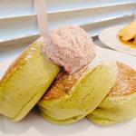 有機抹茶と小倉バターのパンケーキ黒蜜添え(幸せのパンケーキ京都店)