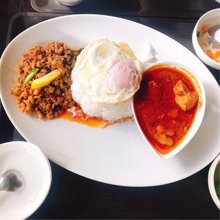 ガパオ&マッサンカレー(ポム タイ料理)