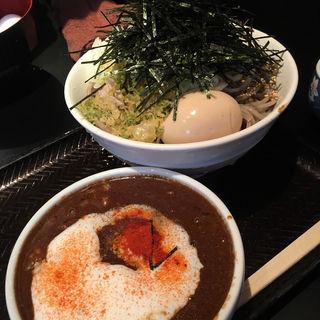 黒カレー肉そば(大)(なぜ蕎麦にラー油を入れるのか。 西武新宿店 )