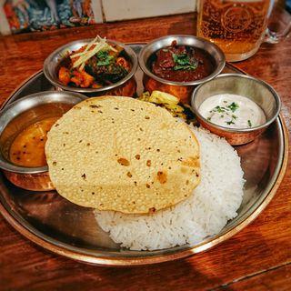カレープレート 2種のカレー(シバカリー ワラ (shiva curry wara))