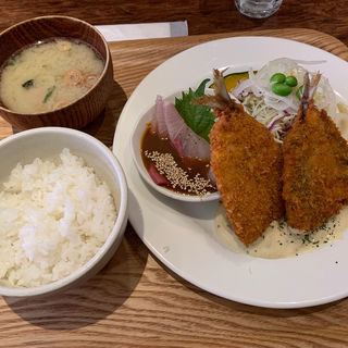 胡麻カンパチ&鯵フライ定食(いっかく食堂)