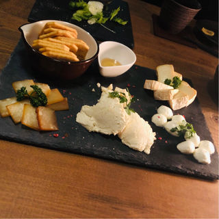 燻製チーズ盛り合わせ(三軒茶屋 燻製201号室 )