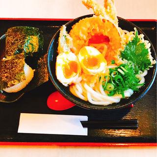 天ぷらうどん+半熟玉子天+塩むすび2個(美の庵 )