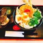 天ぷらうどん+半熟玉子天+塩むすび2個