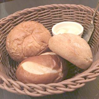 ドイツパン盛り合わせ(ヨーロピアンバル クル (EuropeanBar Kuru))