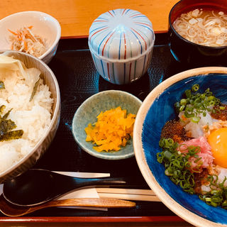 海鮮納豆丼(寿司割烹 木挽町佃屋)