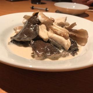 信州しめじ、ひら茸、舞茸のクリームバター(グラシア (食堂酒場Gracia))