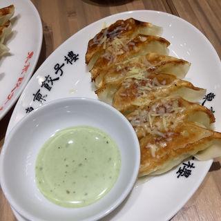 焼きチーズ餃子 (期間限定)(東京餃子楼 京橋店)