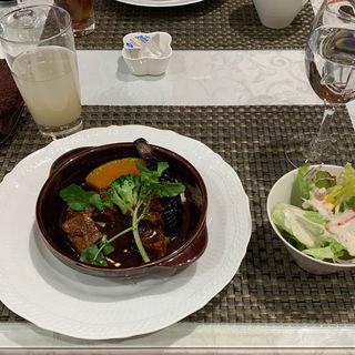 黒毛和牛バラ肉のシチュー パン/ライス、サラダ付き(銀サロン 松坂屋上野店)