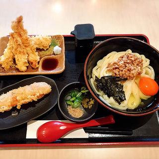 玉子納豆醤油うどん(大盛)+かしわ(鶏)天+ちくわ天(美の庵)