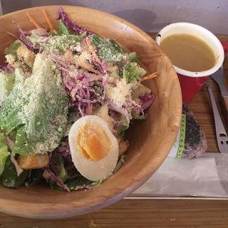 キングチキンサラダ+雑穀米おにぎり+参鶏湯スープ(ジーアール サラダ トウキョウ)