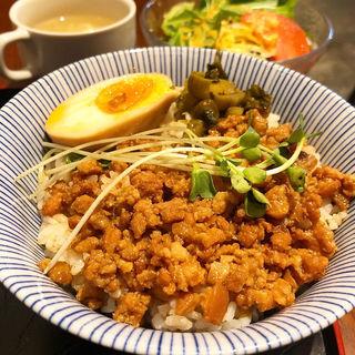 魯肉飯(媽媽菜館 六花 )