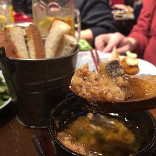 タラとシラコのアヒージョ(釜焼鳥本舗おやひなや 渋谷ハチ公口店 )