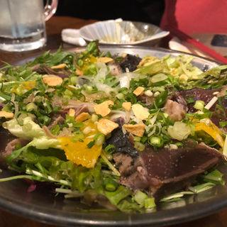 かつをの土佐盛りサラダ(釜焼鳥本舗おやひなや 渋谷ハチ公口店 )