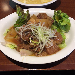 牛スジ大根煮込丼(小燕京 (ショウエンキン))