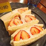 まるごと苺と豆乳クリームのサンドウィッチ(季節メニュー)
