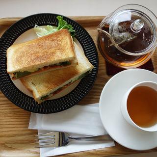バジルチキンホットサンド(よかもんカフェ)