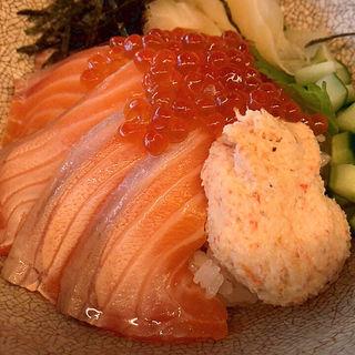 サーモンといくらの親子丼(KINKA)