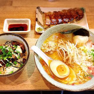 海老塩ラーメン+刻み焼豚ご飯+焼き餃子(七個)(こりく )