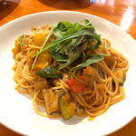 マグロと野菜のトマトクリームパスタ