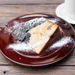 津山産有機さつま芋と黒ごまのバターケーキ
